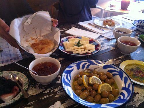 Asma Yaprağı'nda kahvaltı
